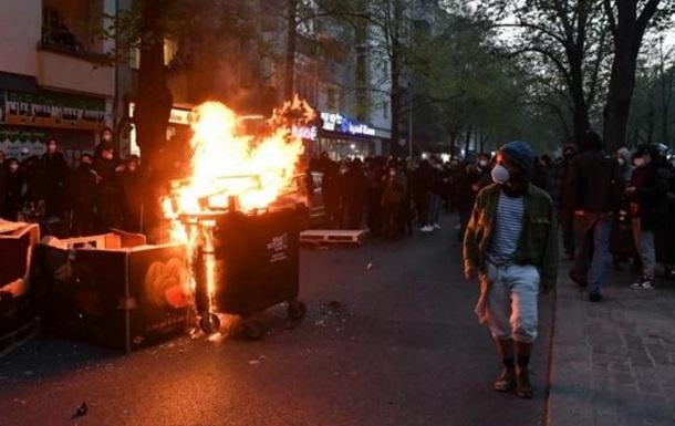В Берлине из-за беспорядков задержали сотни человек