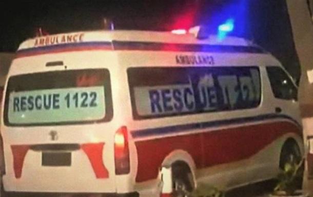 В автокатастрофе в Пакистане погибли 13 человек