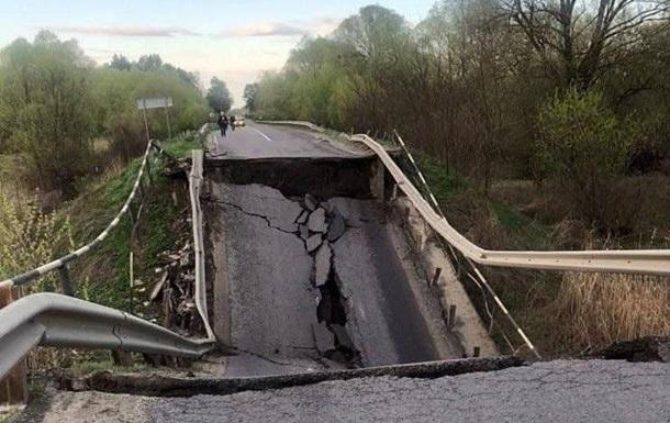 На трассе Львов-Луцк обрушился мост