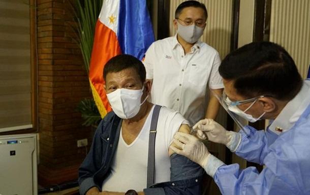 Президент Филиппин получил первую дозу вакцины от коронавируса
