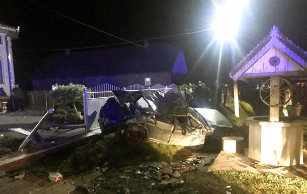 Под Черновцами ВАЗ вылетел с дороги и опрокинулся, водитель погиб