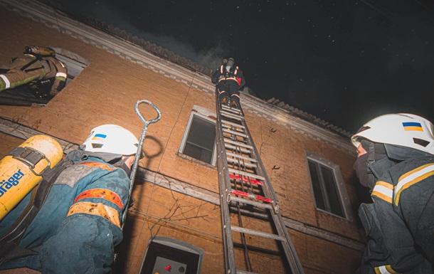 В Киеве два человека погибли при пожаре в жилом доме