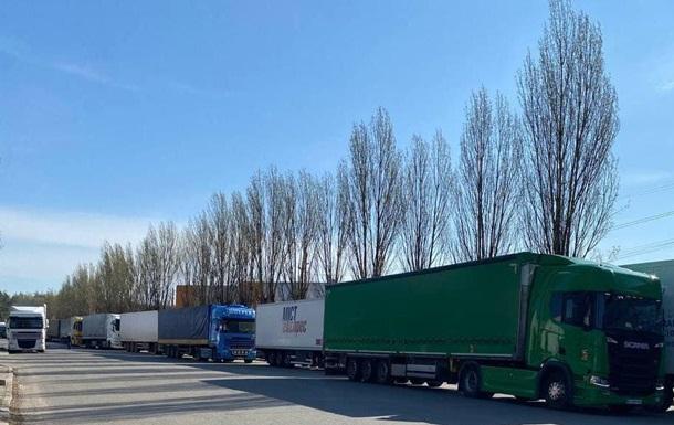 На киевской таможне выстроилась очередь грузовиков