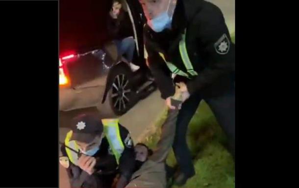 В Киеве полиция жестко задержала ветерана АТО