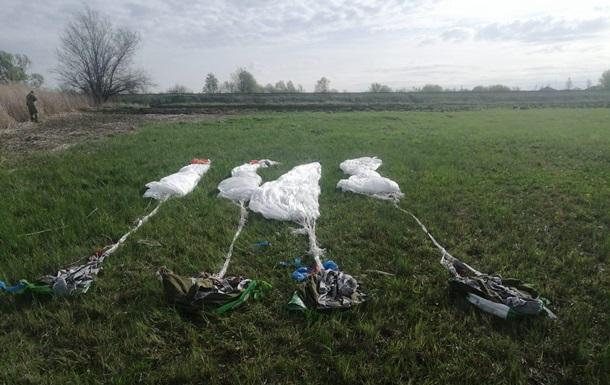 Пограничники нашли парашюты возле границы с Россией