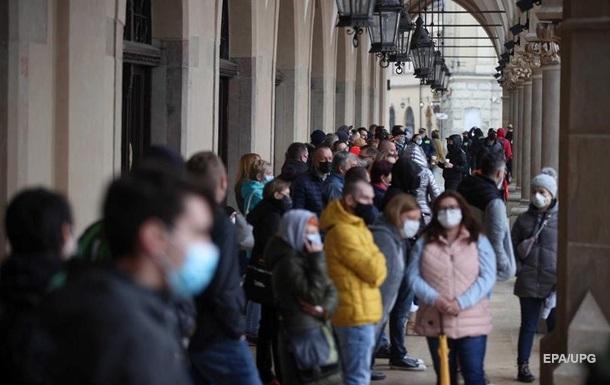В Украине за сутки 374 смерти от коронавируса