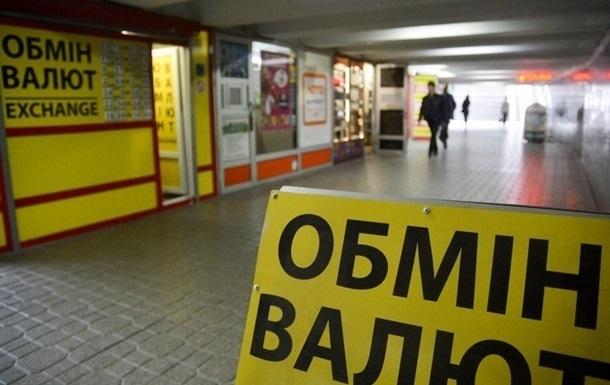 Украинцы продали рекордное количество валюты