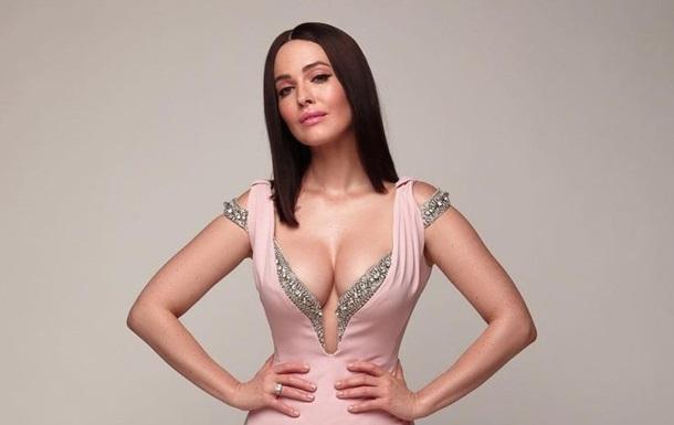 Даша Астафьева снялась в кожаном белье