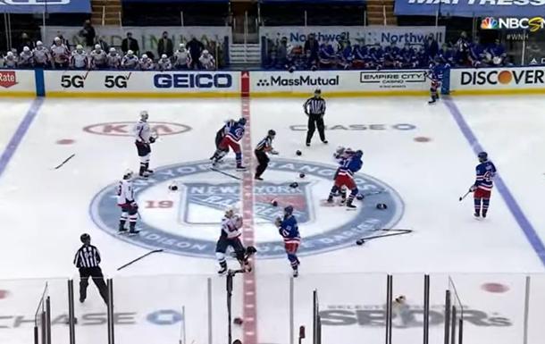 На матче НХЛ произошла рекордная массовая драка