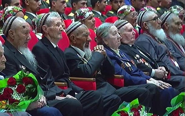 Туркменських ветеранів зобов`язали сплатити президентські подарунки собі