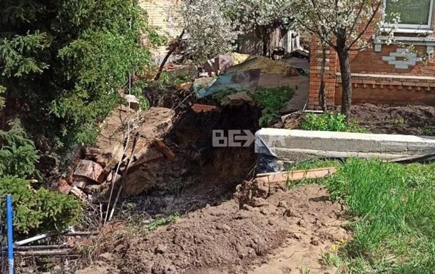 В Харькове прорыв трубы повредил дом и газопровод
