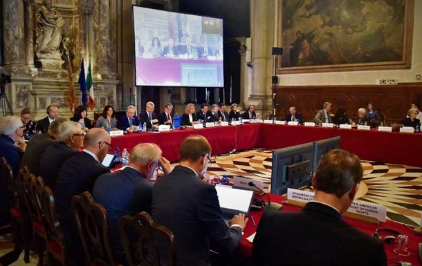 Ложь в декларации: `Венецианка` одобрила законопроект о тюремном заключении