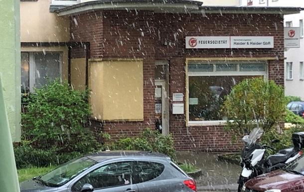 Германию засыпало мокрым снегом