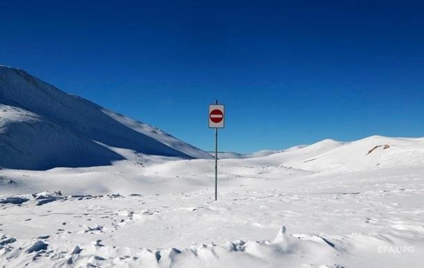 При схождении лавин во Франции погибли семь человек