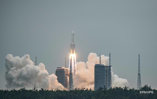 Появилось видео падения китайской ракеты на Землю