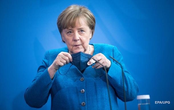 Рейтинг партии Меркель упал до исторического минимума