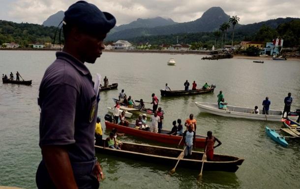 В Нигерии судно перевернулось у берега реки, десятки погибших