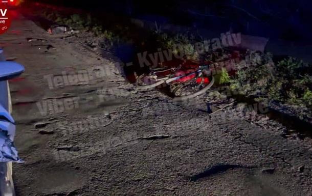 Под Киевом легковушка насмерть сбила велосипедистку