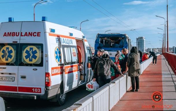 В Днепре масштабное ДТП, шестеро пострадавших