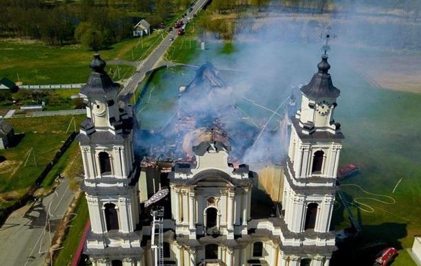 В Беларуси при пожаре обрушилась крыша храма