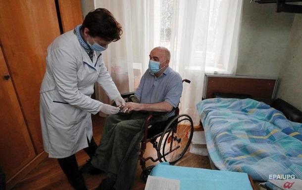 В Украине привили от COVID-19 более 300 тысяч пенсионеров