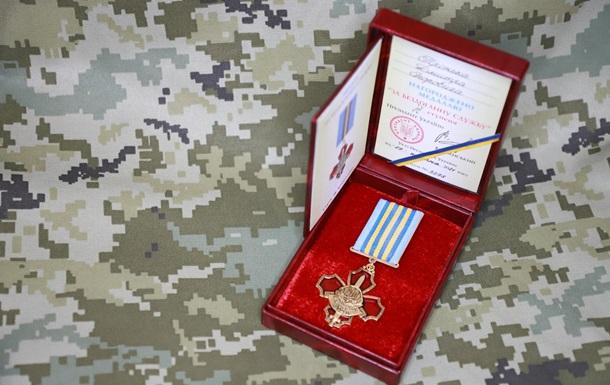 Зеленський нагородив офіцера, пораненого під час нападу в Росії