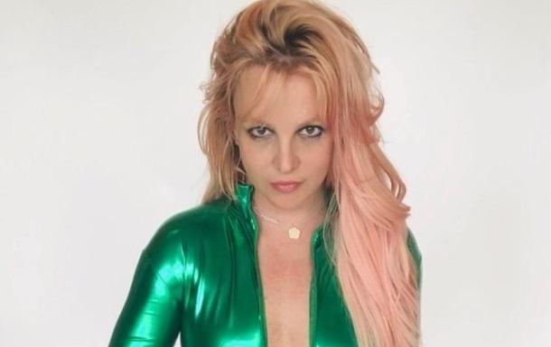 Бритни Спирс взволновала сменой имиджа