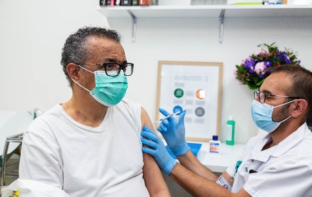 Глава ВОЗ сделал прививку от COVID-19
