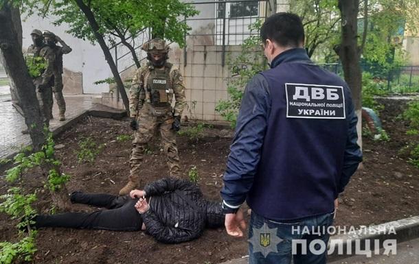 Экс-полицейского поймали на торговле оружием