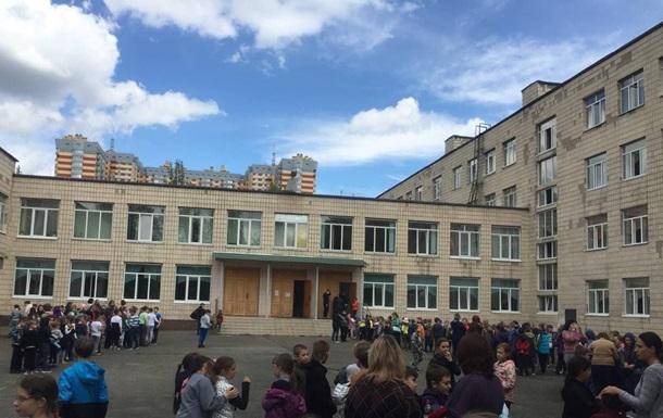 У Києві на Мінському масиві виникла пожежа у школі