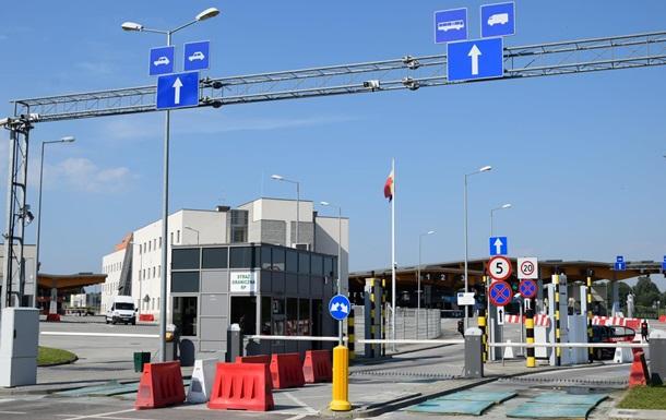 В очередях на границе с Польшей более 400 автомобилей