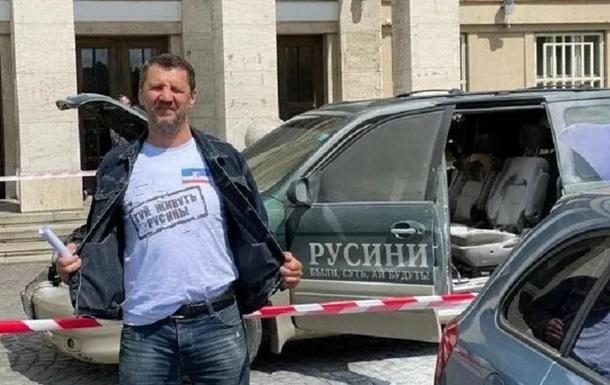 В Ужгороде протестующий поджег свое авто