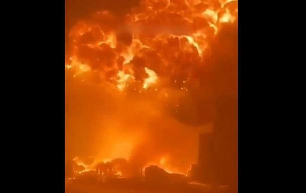 Ракета ХАМАС вызвала взрыв и пожар в порту города Ашдода