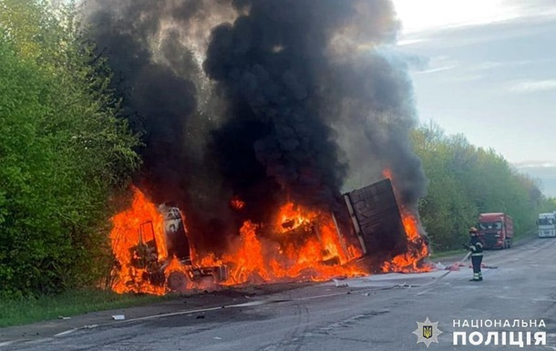 У Хмельницькій області масштабна ДТП з пожежею: четверо загиблих