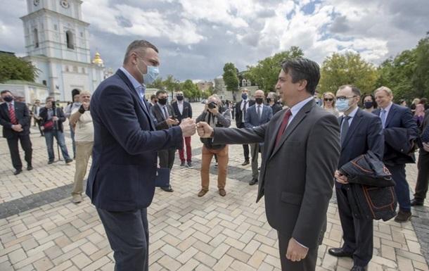 Кличко з послами ЄС взяв участь у церемонії відкриття Дня Європи