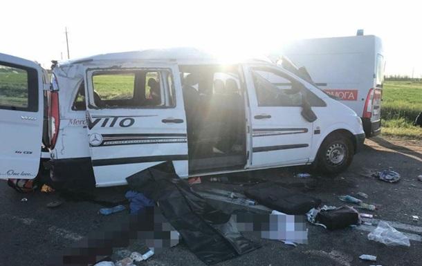 Под Бердянском легковушка врезалась в маршрутку, погиб человек