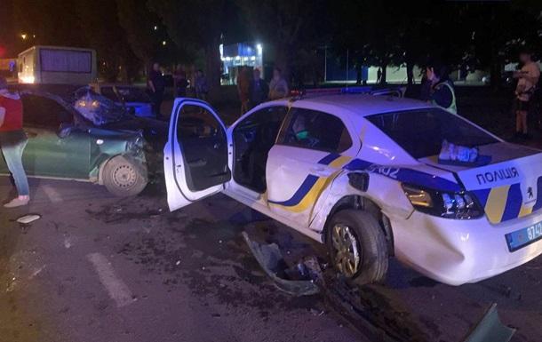 У Полтаві в машину поліції врізався п яний водій