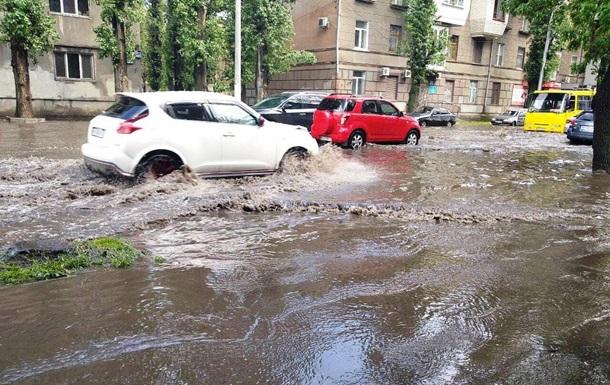 В Одесі після зливи затопило вулиці