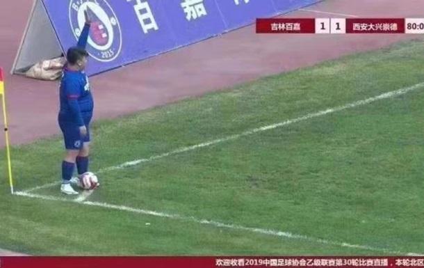 В Китае футбольный клуб подписал 126-килограммового игрока - СМИ