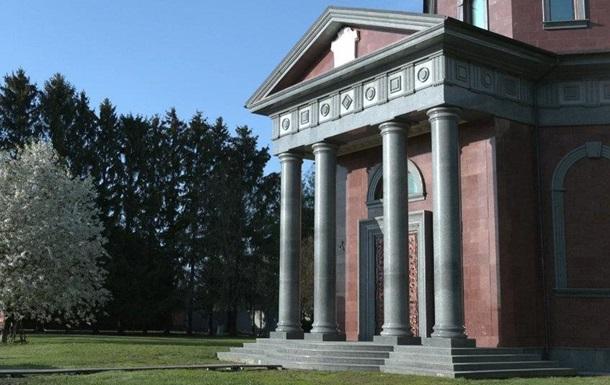 Аграрій на Чернігівщині побудував собі мавзолей за три мільйони доларів