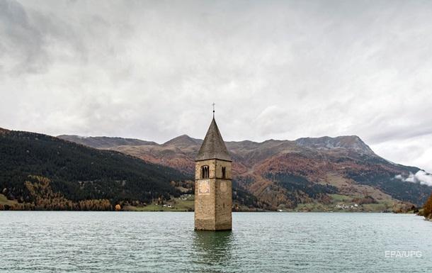 В Италии показалась на свет деревня на дне озера