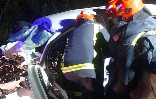 На трассе Киев-Чоп произошло тройное ДТП, есть погибшие
