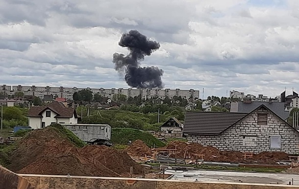 В Беларуси на город упал военный самолет, есть жертвы