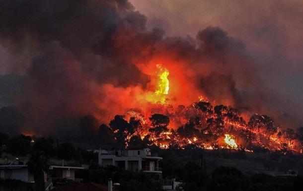 У Греції через лісові пожежі евакуюють села і монастирі