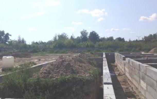 На строительстве казарм украли 20 млн гривен