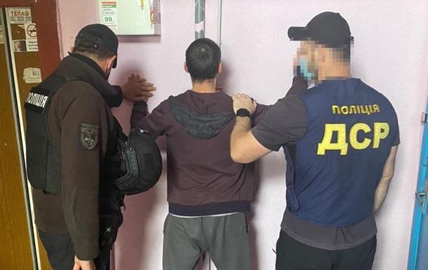 В Харькове псевдополицейские требовали взятки у наркодилеров