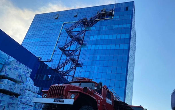 У Києві горіла адміністративна будівля Епіцентру