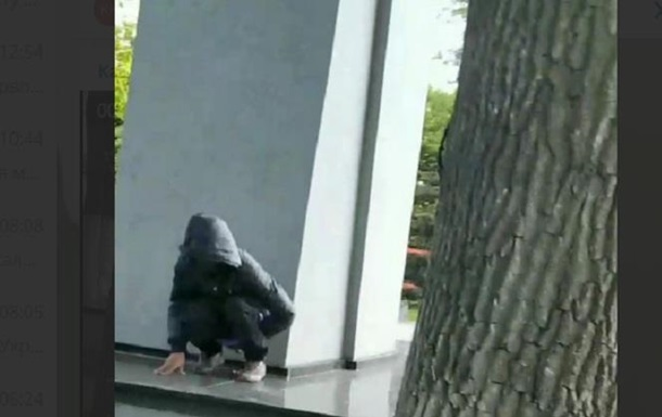 В Калининграде мужчина справил нужду на мемориал