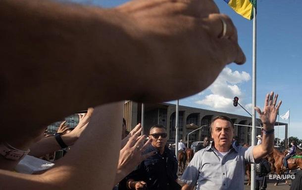 В Бразилии оштрафовали президента за отсутствие маски