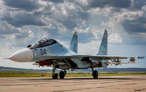 В Крыму два летчика катапультировались из стоящего на земле истребителя